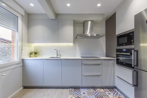 Soru 151: Bazalt Gri Mutfak Dolapları İle Uyumlu Halı Modelleri
