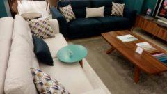 Soru 8: Mavi-Bej-Turuncu Koltuk Takımı ile Uyumlu Sandalye,Halı ve Perde Önerisi